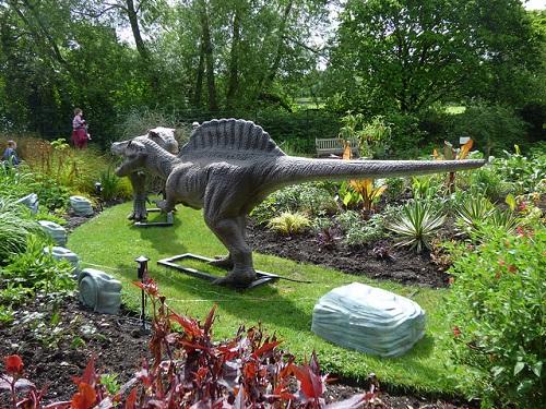 スピノサウルス 化石 発見