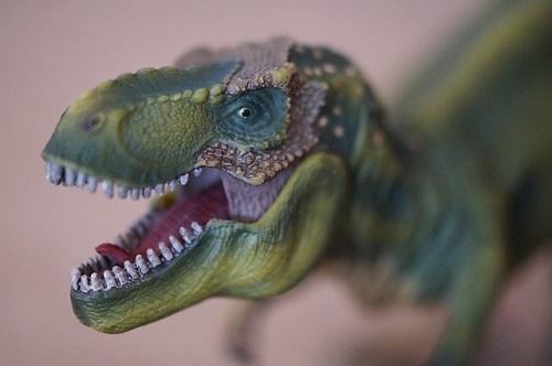 ティラノサウルス 頭 大きさ